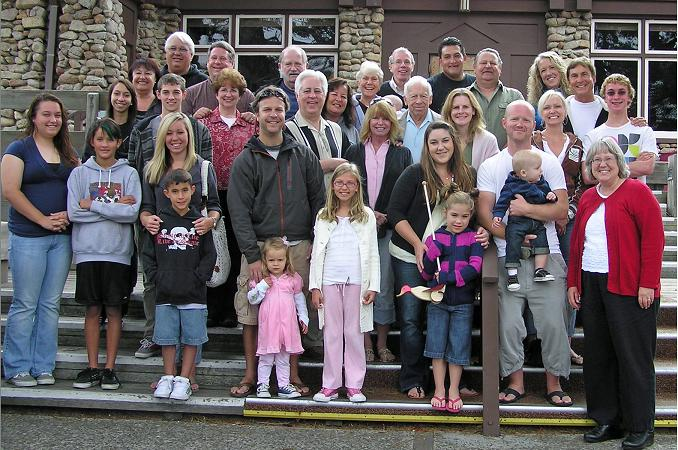 group shot of everybody at the 2009 Asilomar Nordell Family Reunion: Uncle Bob + 10 cousins (of 13) + 9 fourth generation (of 23 ) + 11 fifth generation and Jim's friend Margaret